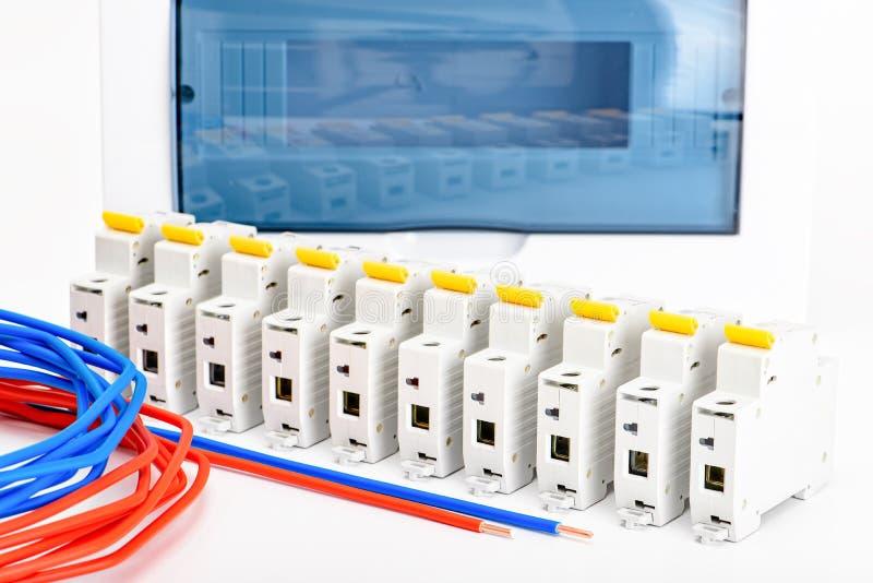 自动开关,铜单芯电缆 安全和安全电子设施的辅助部件 ? 库存照片