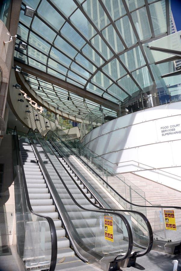 自动扶梯在一个现代购物中心在悉尼澳大利亚 免版税库存照片