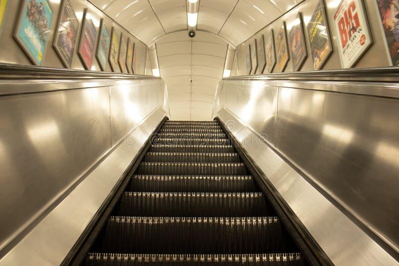 自动扶梯在地下伦敦,没有人 免版税库存图片