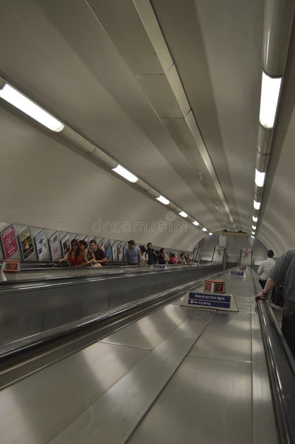 自动扶梯或自动楼梯在伦敦地铁 库存照片