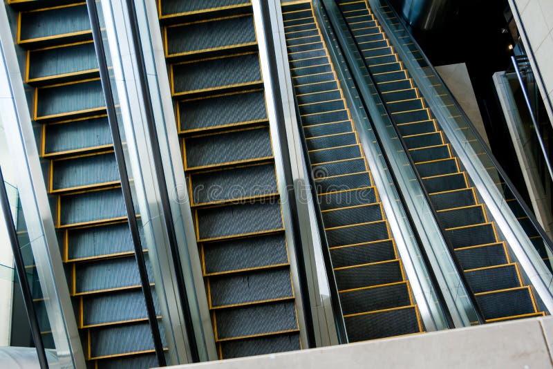 自动扶梯,黑白的楼梯,单色,抽象派 库存照片