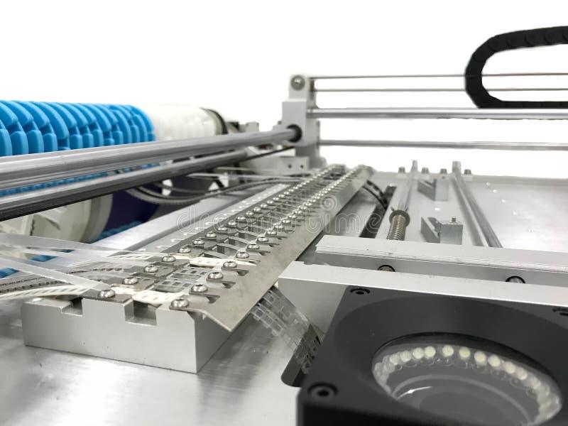 自动拾取放置的机器 免版税库存照片