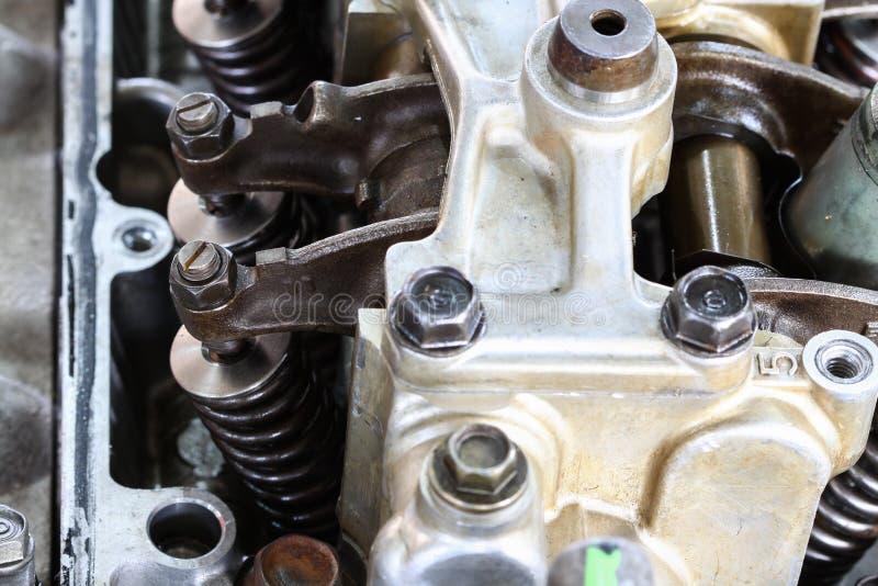 自动机器或发动机零件背景、关闭发动机零件,修理和维护引擎惯例 库存照片
