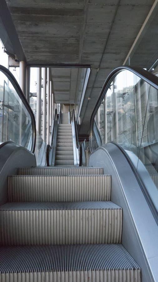 自动楼梯在机场 库存图片