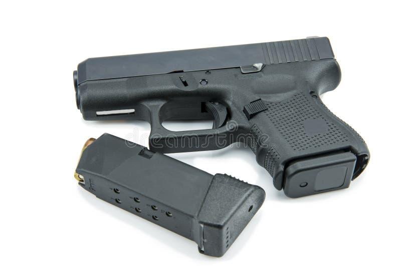 自动9mm 在白色背景的手枪手枪 免版税库存图片