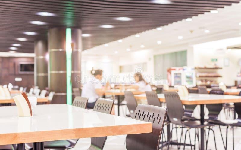 自助食堂或军用餐具现代内部与椅子和桌 库存照片