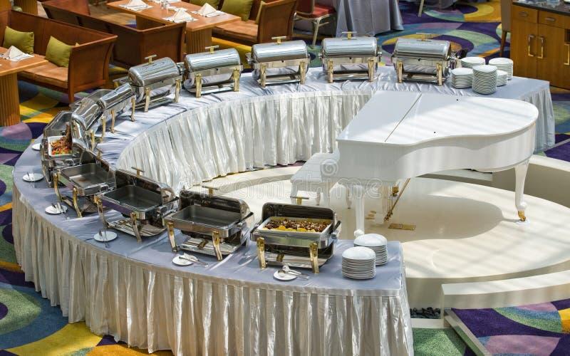 自助餐cheffing的盘 免版税库存照片