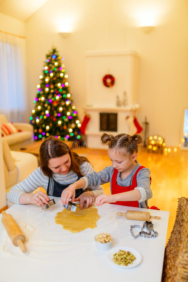 自圣诞前夕的家庭烘烤 免版税库存照片