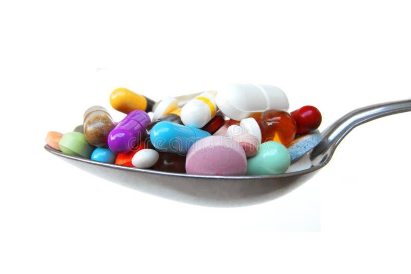 自已疗程充分恶习匙子药片和片剂 库存照片