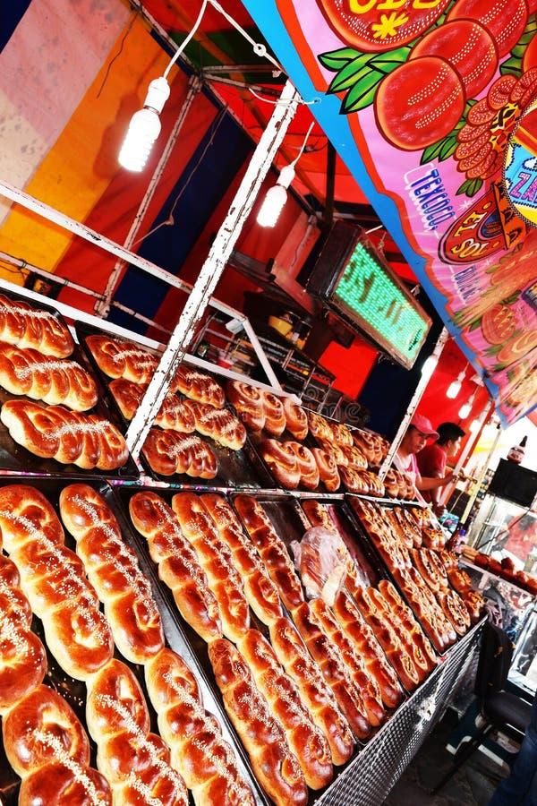 自流水面包, TEPOZTLAN ` S狂欢节,墨西哥 免版税库存图片