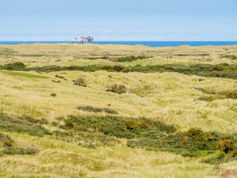 自然保护Het Oerd和近海平台沙丘在北海在离西部弗里斯兰省人海岛的附近阿默兰岛,弗里斯海岸, 免版税库存图片