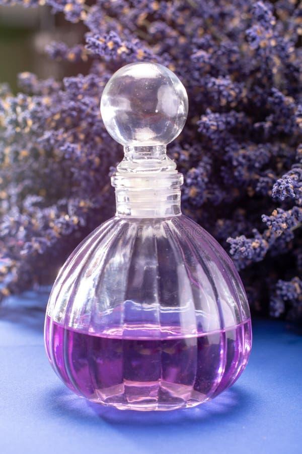 自然健康芳香疗法和家庭芬芳,紫色淡紫色 免版税库存照片