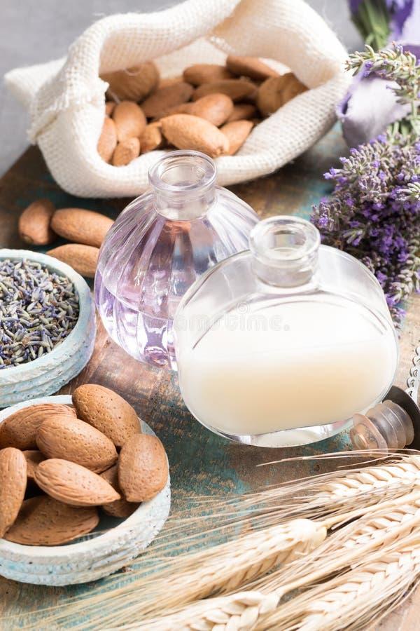自然化妆用品,精油的手工制造准备, parfum 库存图片