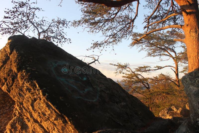 自然大岩石秀丽日出 免版税库存图片