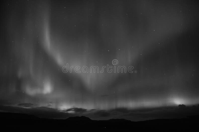 自然奇迹 极光黑暗天空 惊人的自然现象 最佳的地方看见极光borealis 当是最佳的时间看 库存照片