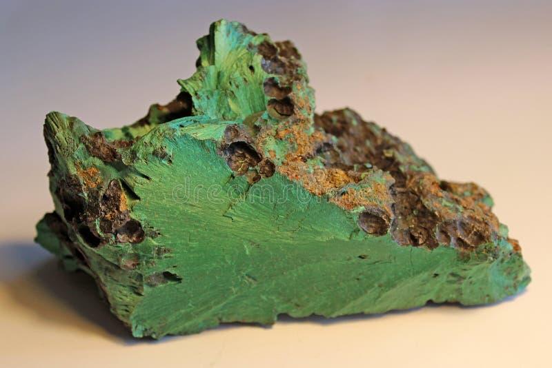 自然宝石绿沸铜矿物宏观射击  免版税库存照片