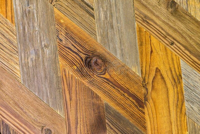 自然木背景人字形样式 葡萄酒木条地板地板设计特写镜头  难看的东西生态织地不很细 库存图片