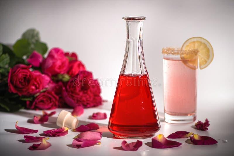 自然玫瑰色糖浆 免版税库存图片