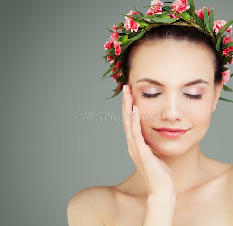 自然的秀丽 健康俏丽的皮肤妇女 免版税图库摄影