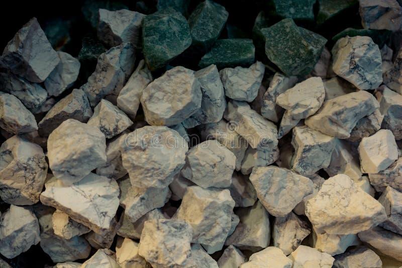 自然矿物宝石片断  免版税库存照片