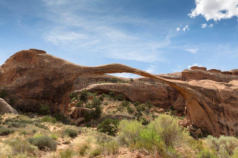 自然砂岩风景曲拱在拱门国家公园,犹他, 免版税库存照片