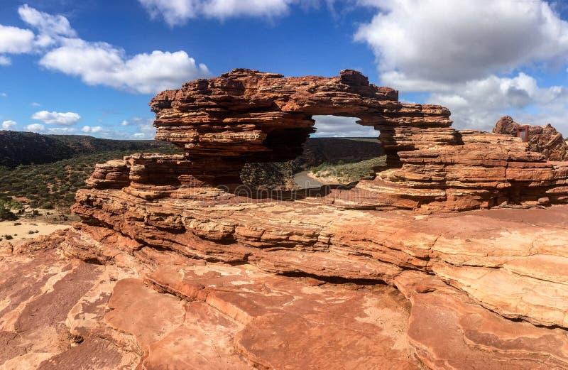 自然窗口曲拱在卡尔巴里国立公园在澳大利亚西部 免版税库存照片