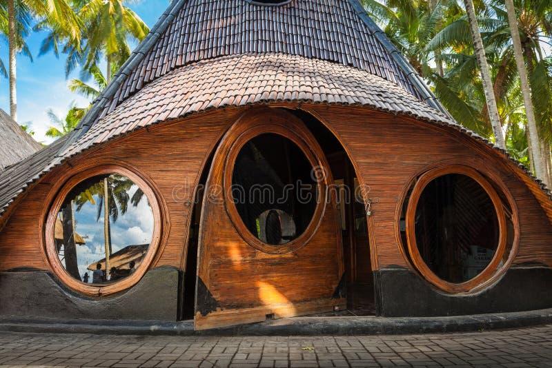 从自然竹树的异常的竹议院在热带海岛巴厘岛上 图库摄影