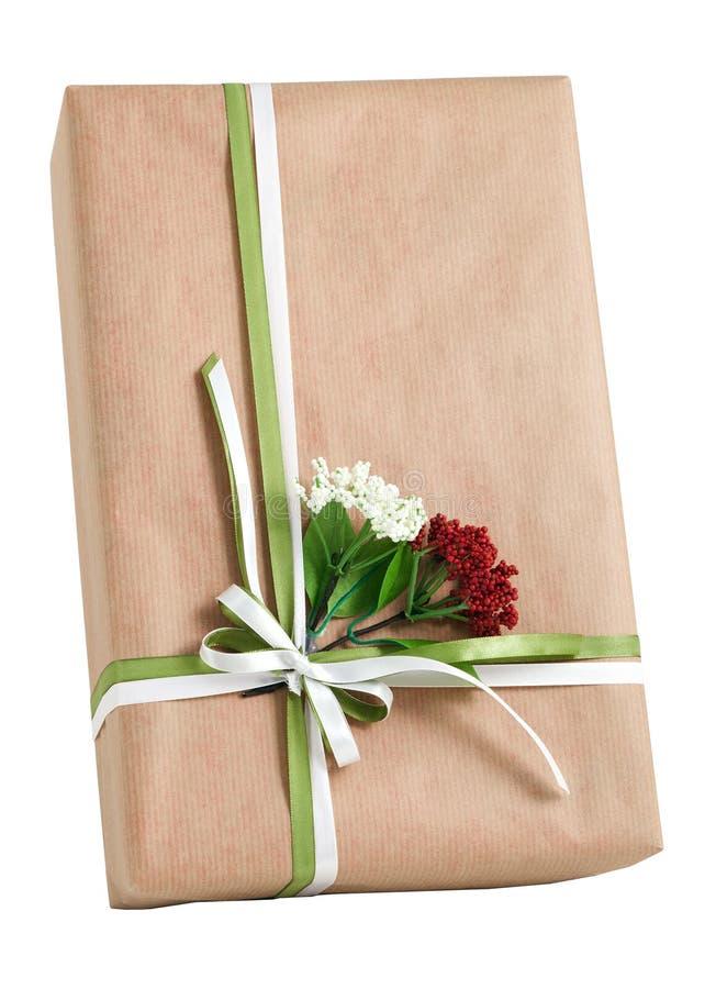 自然纸被隔绝的套红色白花弓礼物盒 免版税库存图片