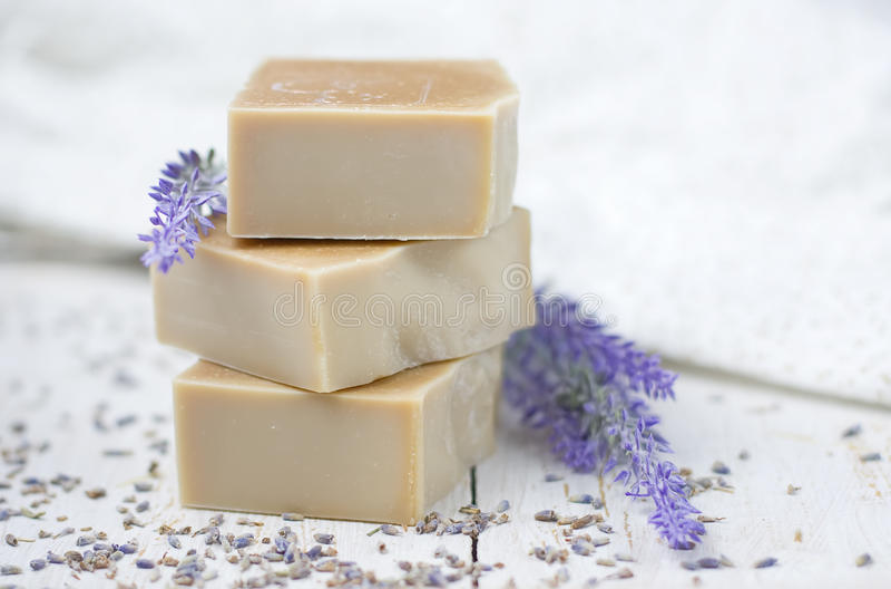 自然肥皂用淡紫色 免版税库存图片