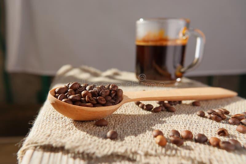 自然芬芳咖啡烤五谷  库存照片