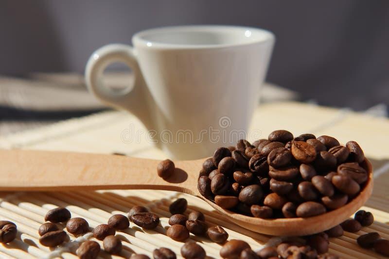 自然芬芳咖啡烤五谷  免版税图库摄影