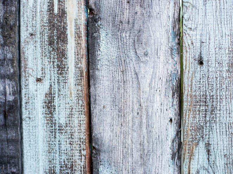 自然被打结的灰色风化了创造性的木板条纹理背景 免版税库存照片