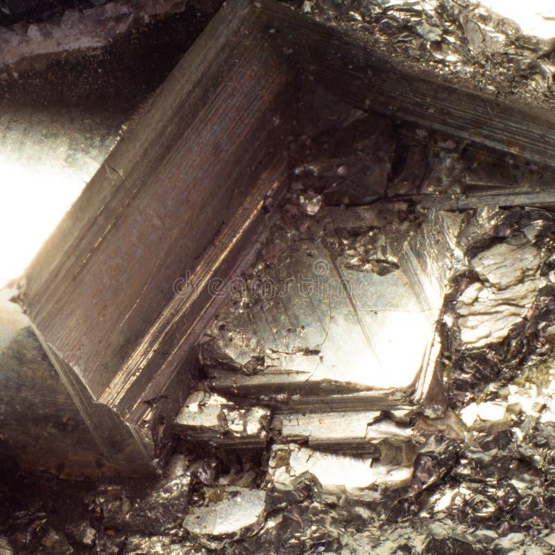 自然金黄硫铁矿宏观纹理 免版税库存照片