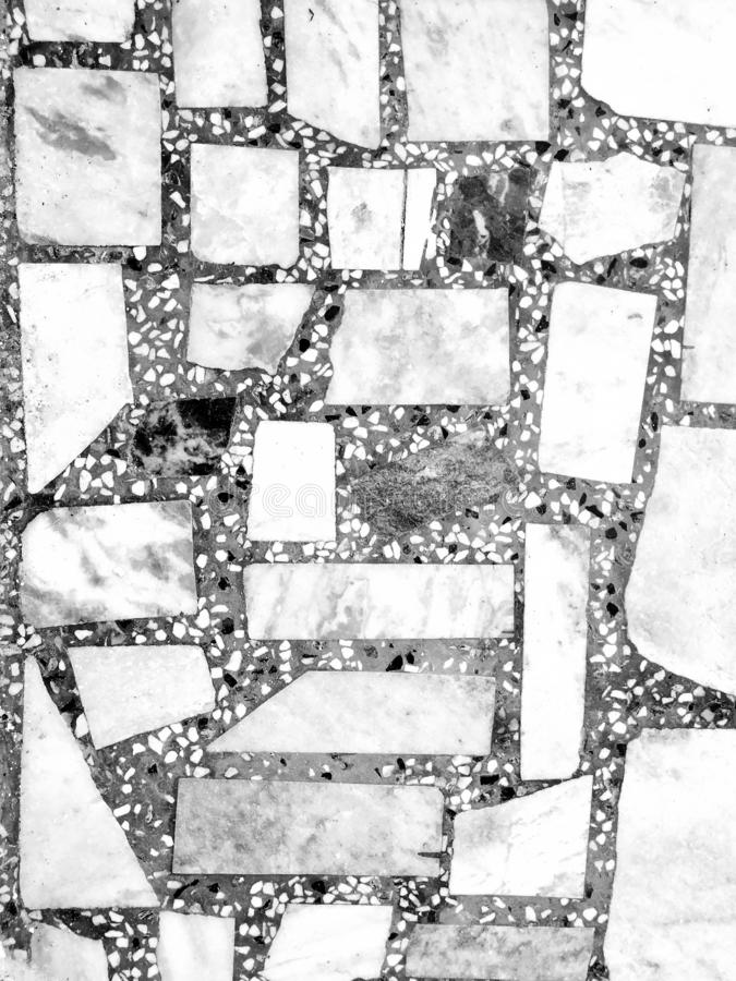 自然铺路石平板弗洛尔,走道或者边路纹理 传统篱芭、法院、后院或者路铺 免版税库存照片