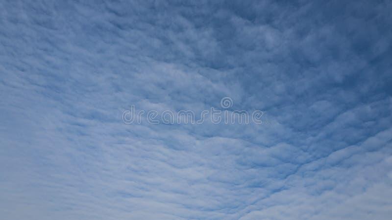 自然风景天空蔚蓝和cloudscape 免版税库存照片