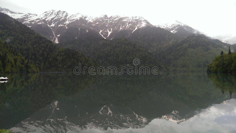 自然,湖,山,阿布哈兹,镜子,薄雾,奥秘 免版税图库摄影
