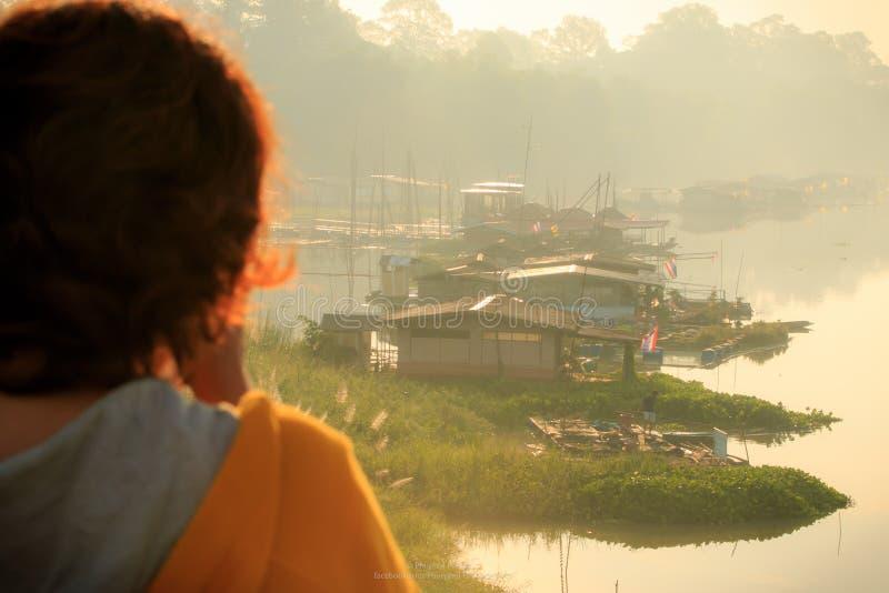 自然水木筏房子平安的凝思 库存照片