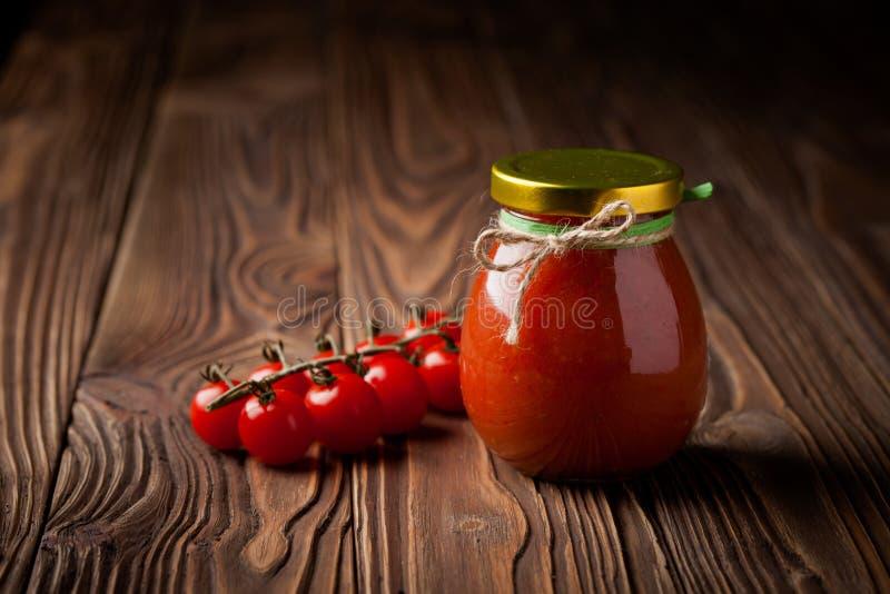 自然diy蕃茄酸辣调味品用辣椒 免版税图库摄影