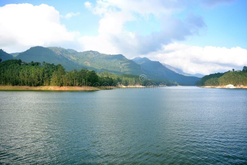 自然Mountain湖覆盖秀丽 免版税库存图片