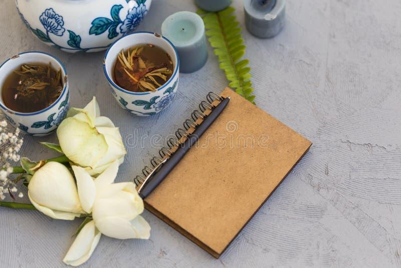 自由书写概念 被称呼的女性工作书桌 免版税库存照片