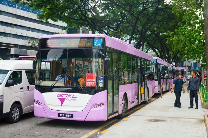 自由公开公共汽车在吉隆坡市中心 免版税库存照片