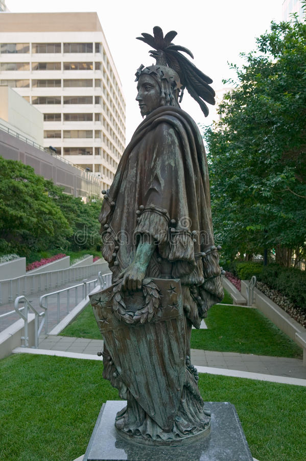 自由古铜色雕象的复制品由托马斯克劳福德的是美国国会大厦的圆顶的加冠的特点 图库摄影