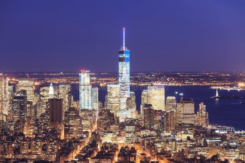 自由塔和街市曼哈顿地平线的看法 库存照片