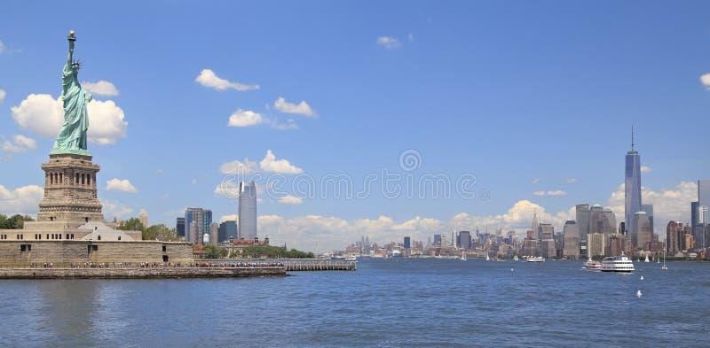 自由女神像和纽约地平线, NY,美国 库存照片