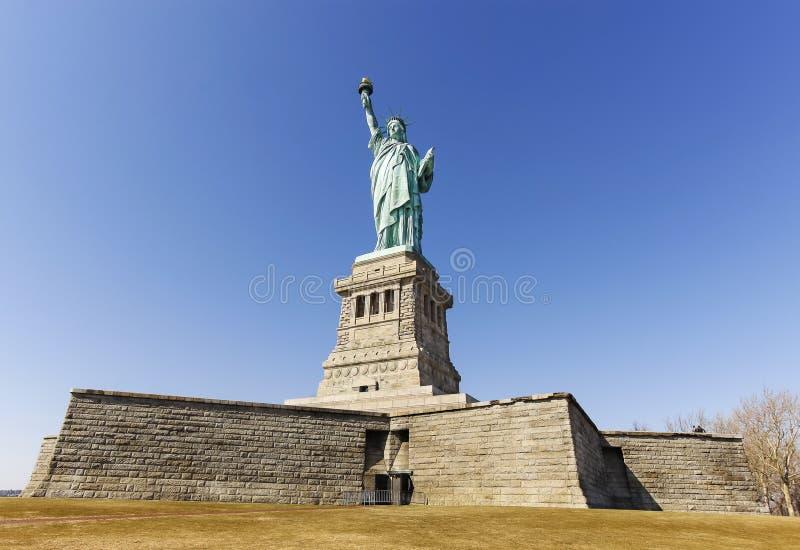 自由女神像在纽约在无云的天,美国 免版税库存照片
