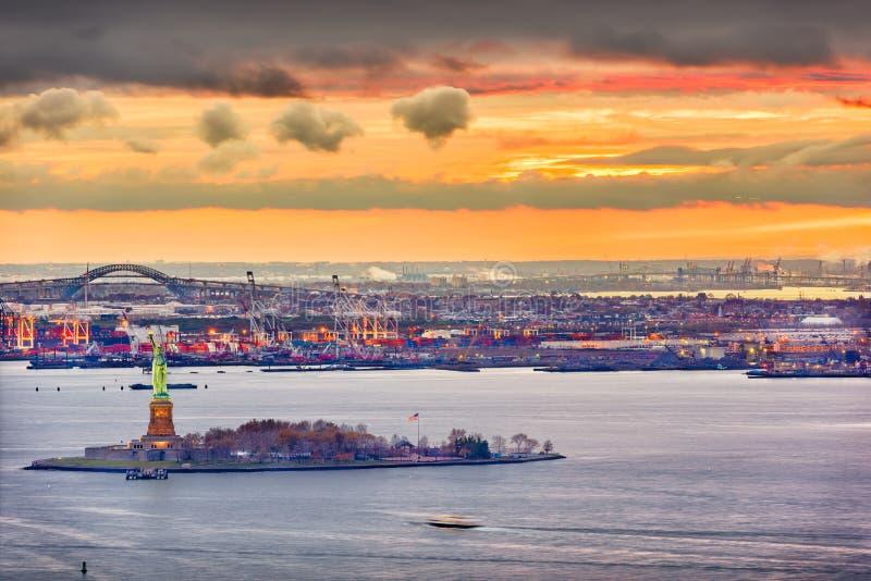 自由女神像在纽约 库存图片