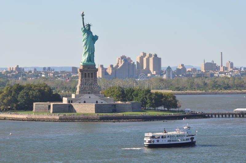 自由女神像在纽约 库存照片