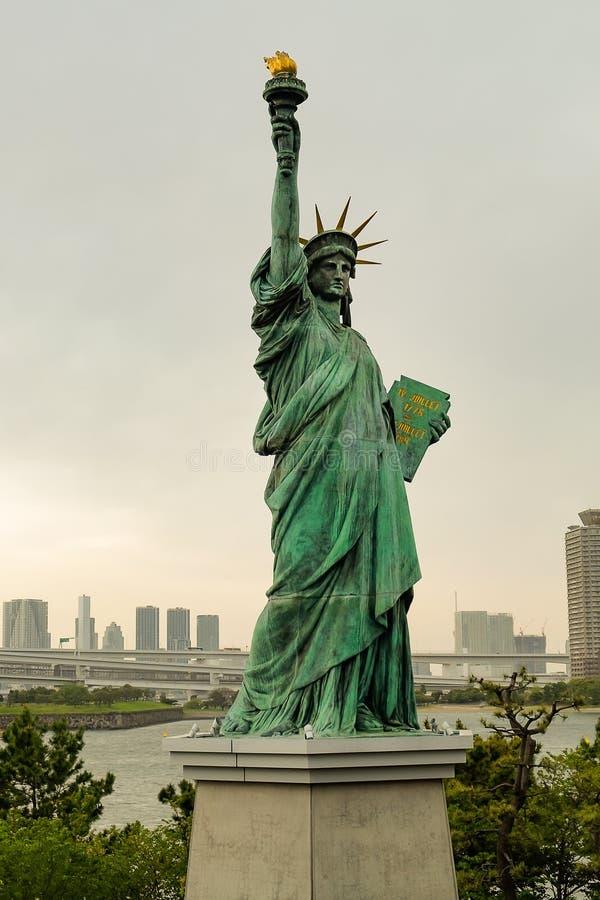 自由女神像在Odaiba地区,东京,日本 免版税库存图片