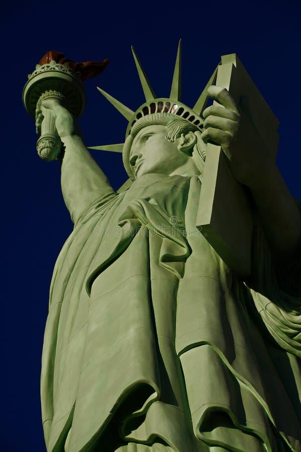 自由女神像是奥古斯特设计的一个巨大铜雕象Bartholdi 免版税库存图片
