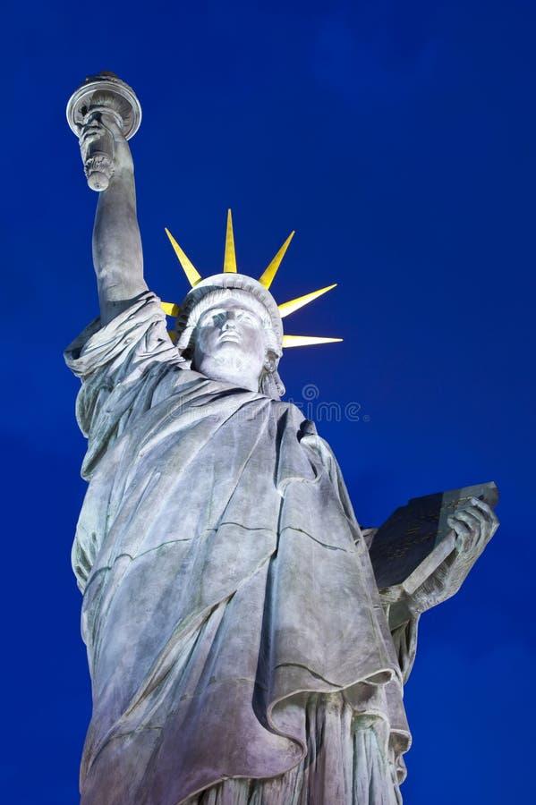 自由女神像的复制品在巴黎 免版税库存照片
